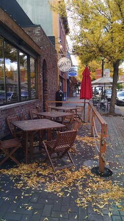 Vernon, Canada: Nice outdoor seating area