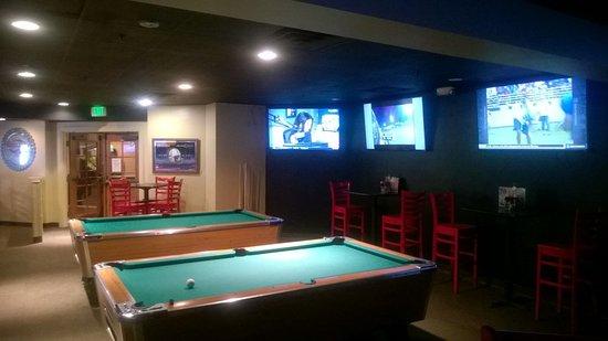 Ramada Plaza Fort Wayne Hotel & Conference Center : Duesy's Sports Bar