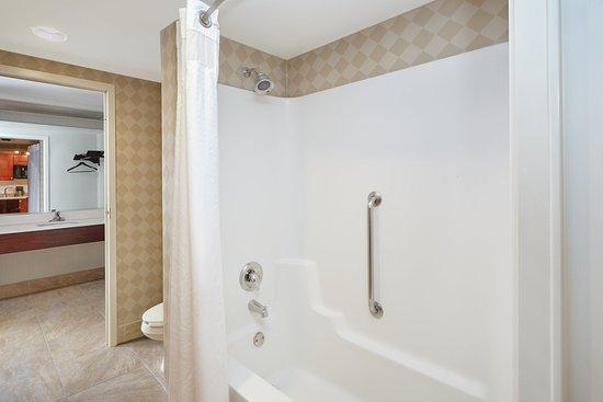 Carol Stream, IL: Suite Guest Bathroom