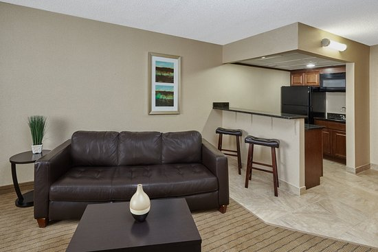 Carol Stream, IL: Kittchen/Living Room Of Extended Stay Suite