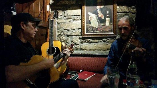 Strandhill, Irlanda: Live-Music im Pub, DO/FR/SA 10pm-1am: Ian Bordley & Ray Coen