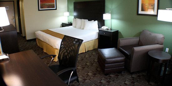 Holiday Inn Express Solana Beach King Guestroom with lounge chair