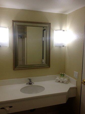 Solana Beach, CA: Newly Refreshed Guest Bathroom