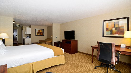 Fort Atkinson, WI: King Executive Suite