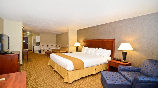 Fort Atkinson Executive Whirlpool Suite
