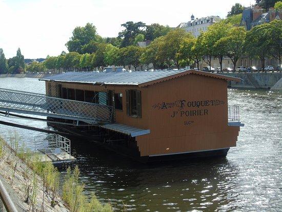 Bateau Lavoir Saint-Julien
