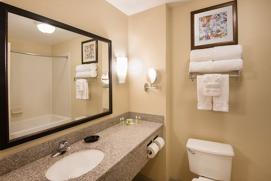 West Middlesex, PA: Soaker tub in our king suites.