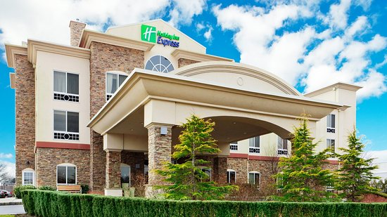 Holiday Inn Express East End: Hotel Exterior
