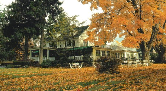Roger Sherman Inn: Exterior Fall