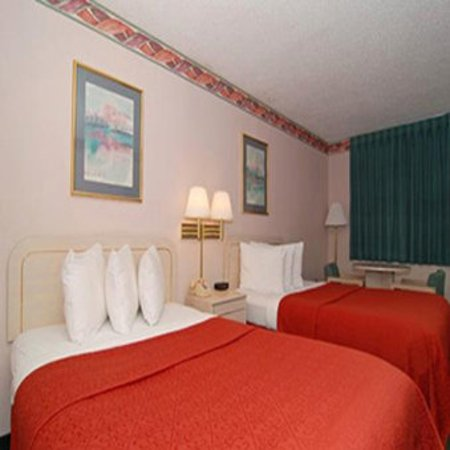 Quality Inn & Suites Kissimmee by The Lake: Beds