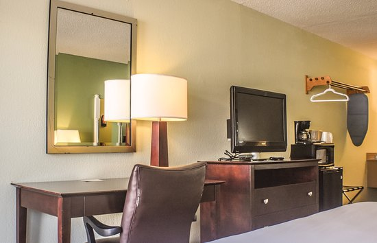 "Liberty Lodge: All rooms have 32"" LCD televisions with 70 cable channels"