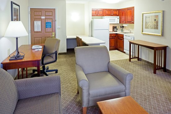 Staybridge Suites Cranbury: Single Bed Guest Room