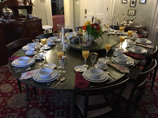 Sagamore Hills, OH: dining table set for breakfast