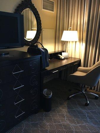 The Skirvin Hilton Oklahoma City: King room