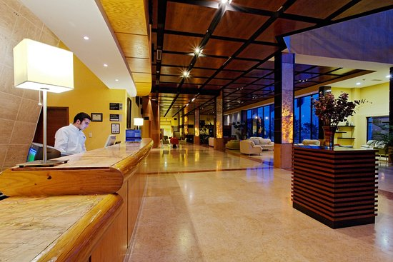 Holiday Inn Express Nuevo Laredo, Tamps: Front Desk