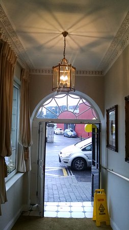 Killarney Royal: Foyer from the street into the hotel