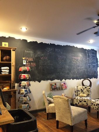 Ballston Spa, NY: soup and omelet specials on the blackboard