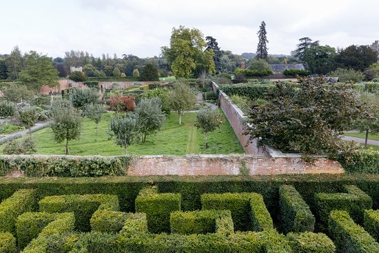 Leominster, UK: Hampton Court Castle - View from the tower in the maze.