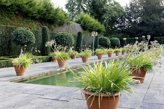 Leominster, UK: Hampton Court Castle - The Dutch Garden