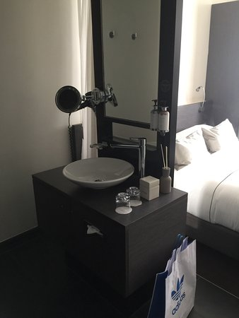 Park Hotel Amsterdam: Our Island sink!