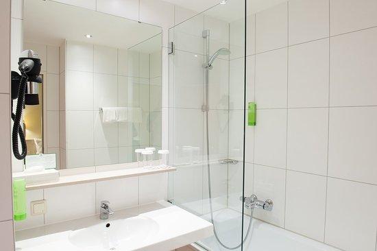 Holiday Inn München - Süd: Guest Bathroom