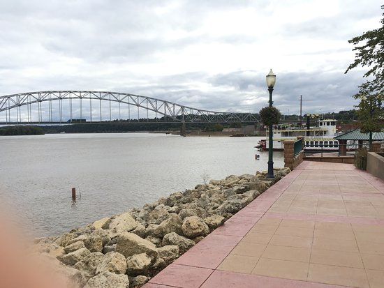 Dubuque, IA: Start of the riverwalk