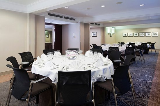 Holiday Inn London Mayfair: Stratton suite set up for private dinning