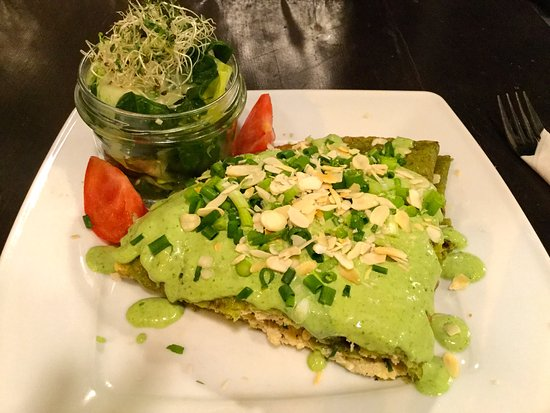 Vege Miasto: Green Heaven - big spinach crepe stuffed with ricotta made with almonds, cashew nuts and tofu