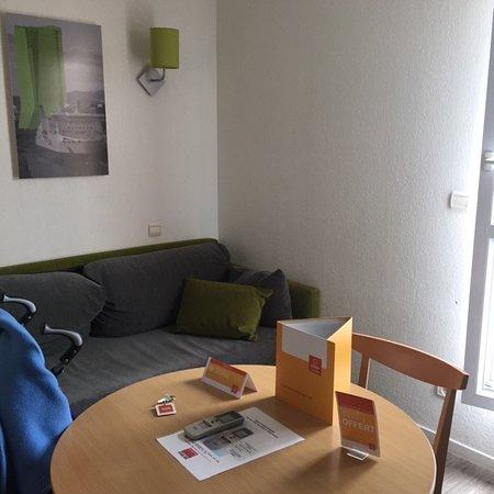 Adagio Access Marseille Prado Perier: living/kitchen area