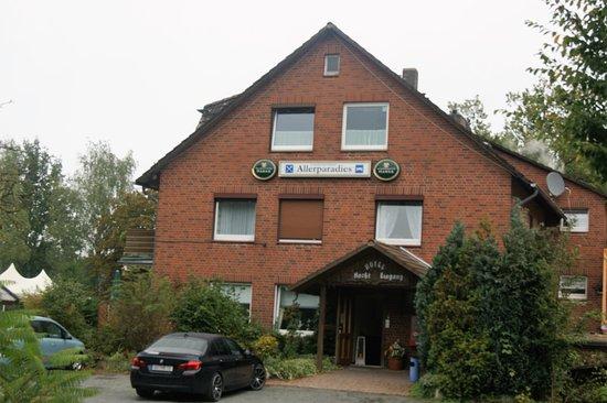 Langlingen, Deutschland: Der Hoteleingang des Landgasthofes Allerparadies