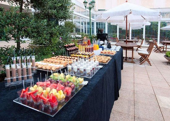 Tryp Barcelona Apolo Hotel: outdoor dining