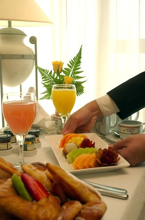 Crowne Plaza Hotel Dubai: Room Service at your disposal 24 hours