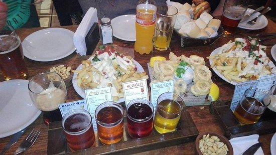 Cervecería Antares: papas antares, super recomendables, papa con panceta y queso chedar