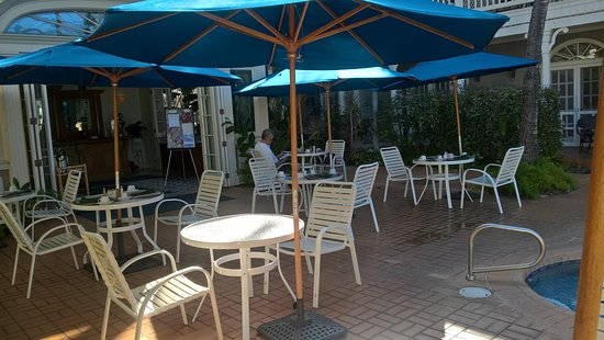The Plantation Inn: Breakfast round the pool