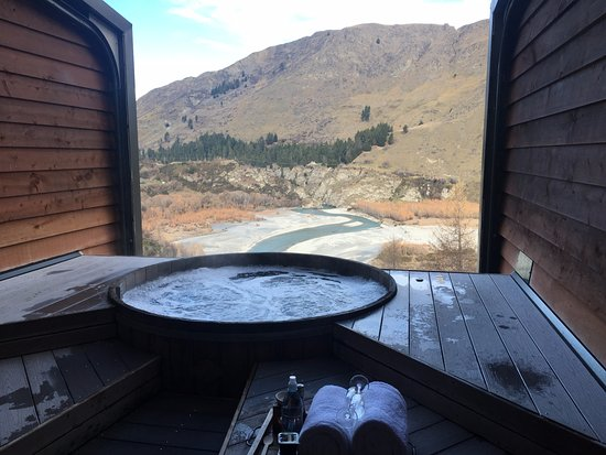 Queenstown, New Zealand: Onsen spa with view