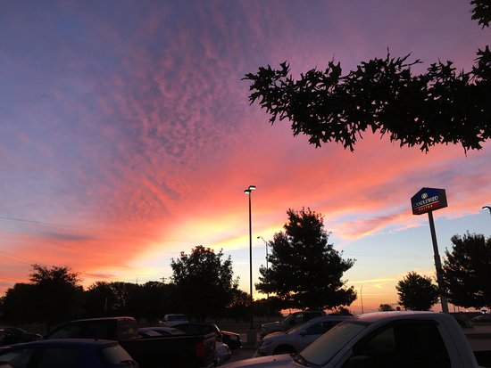 Candlewood Suites: sunset at the hotel