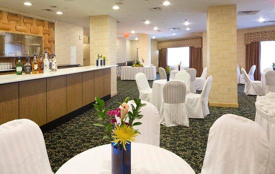 DoubleTree by Hilton Hotel Fort Lee - George Washington Bridge: Event Setup with Bar