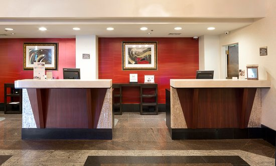 DoubleTree by Hilton Hotel Fort Lee - George Washington Bridge: Front Desk