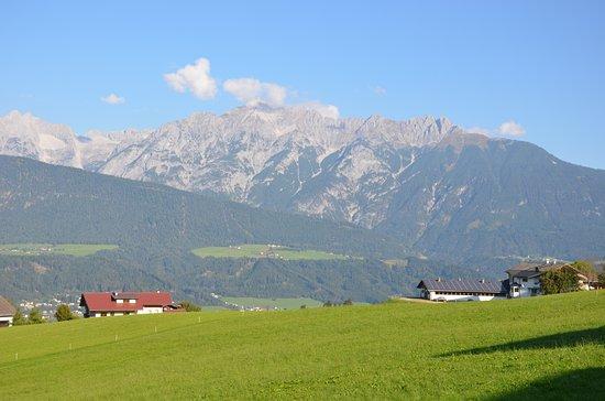 Weerberg, Áustria: Blick aufs Karvendelgebirge