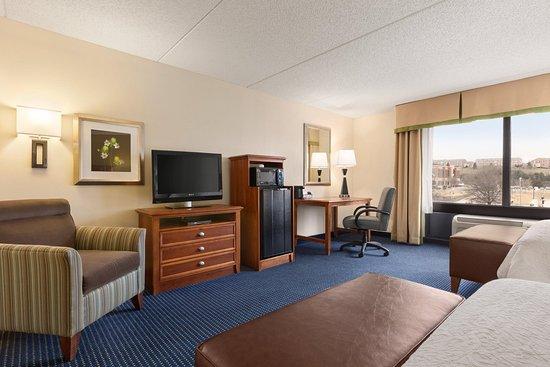 Warrenton, VA: Accessible 2 Queen Guest Room