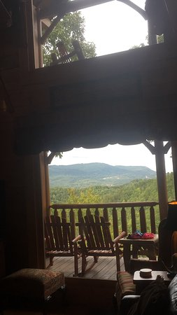 Timberwinds Log Cabins: The view is priceless