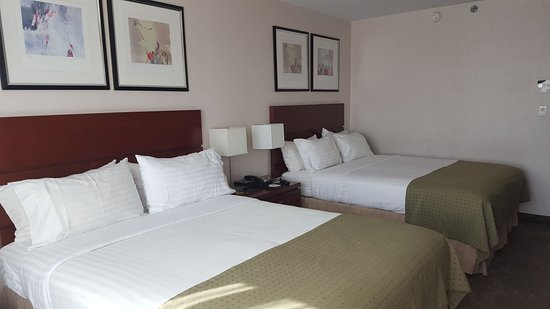 Holiday Inn L.I. City - Manhattan View: Two queen size beds and a mini fridge