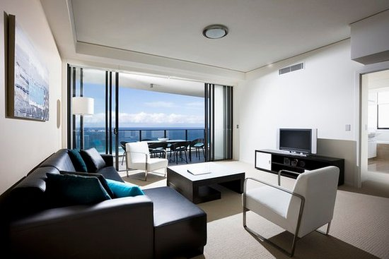 Mantra Sierra Grand: 3 Bedroom Ocean View Apartment