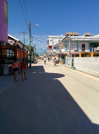 Tropical Paradise Hotel: Downtown Caye Caulker outside the front of the hotel - walking or biking is the transport availa
