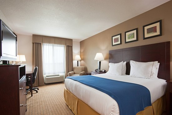 Holiday Inn Express & Suites Antigo King Bed Guest Room