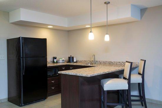Crawfordsville, Индиана: Two Queen Studio Kitchen Room