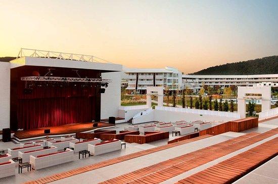 Hilton Dalaman Sarigerme Resort & Spa: Amphi Theatre