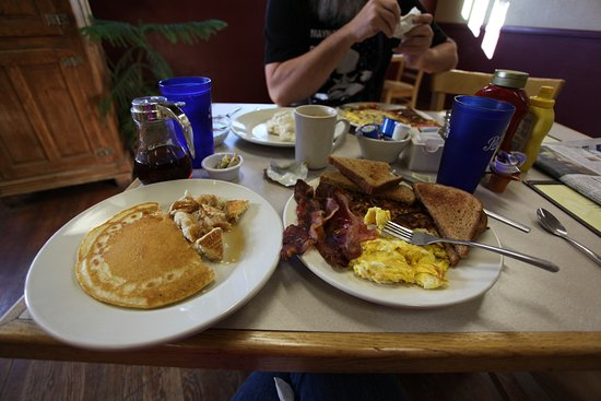 Ten Sleep, WY: Her GREAT breakfast!