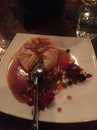 House Wine and Bistro: Pastry covered brie with jam