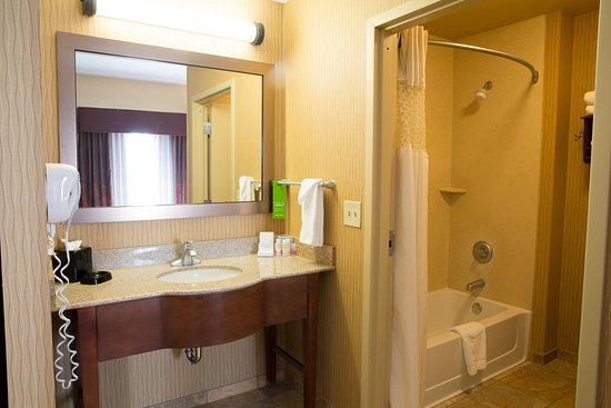 Derby, KS: Suite Restroom